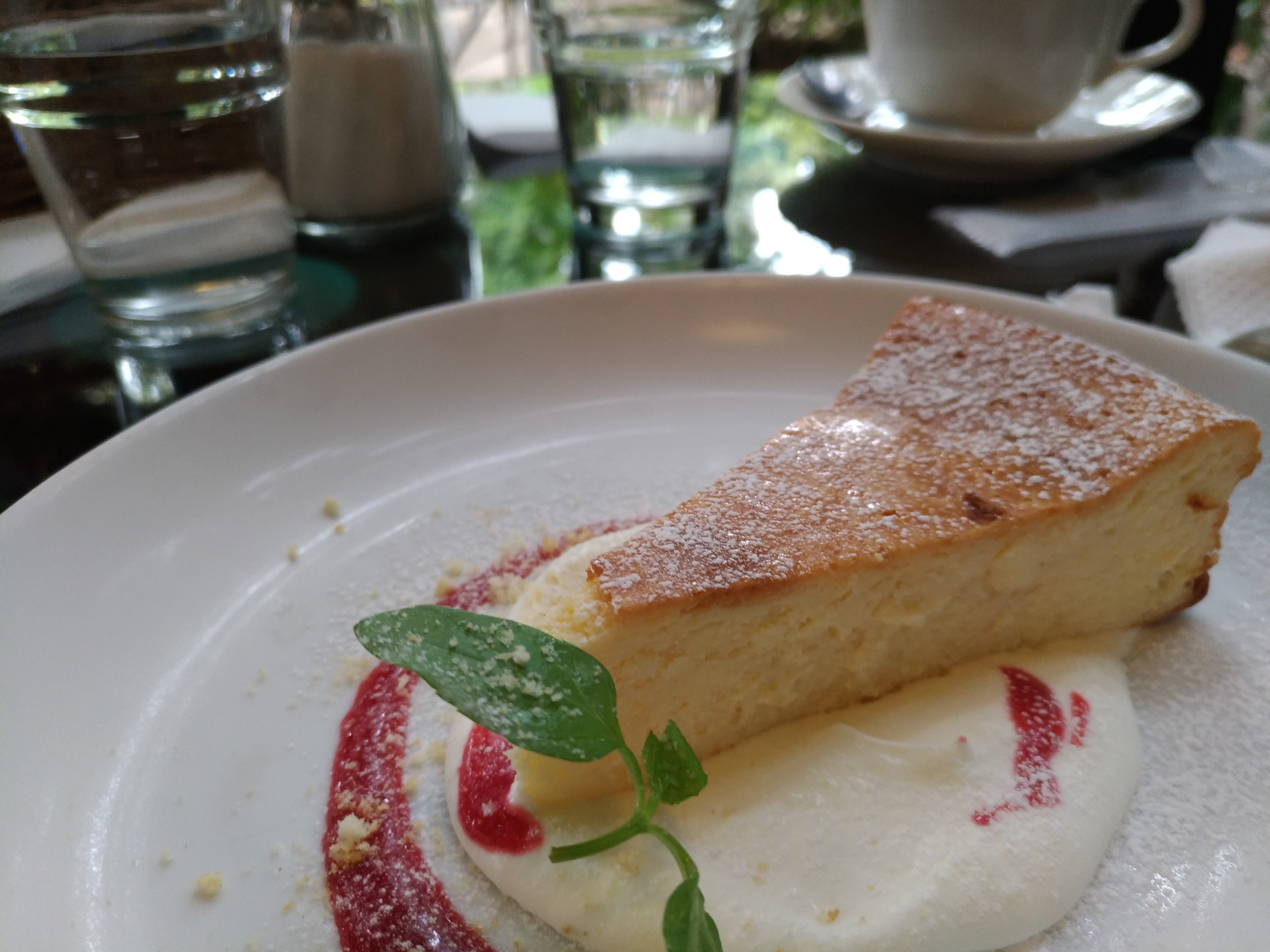 「カフェ・フェリーチェ」ベイクドチーズケーキ