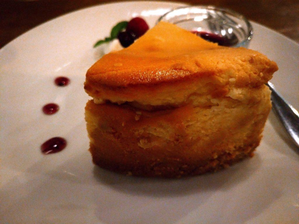 ブルベリーソース添えチーズケーキ niwasaki cafe いわさ喜 (2)