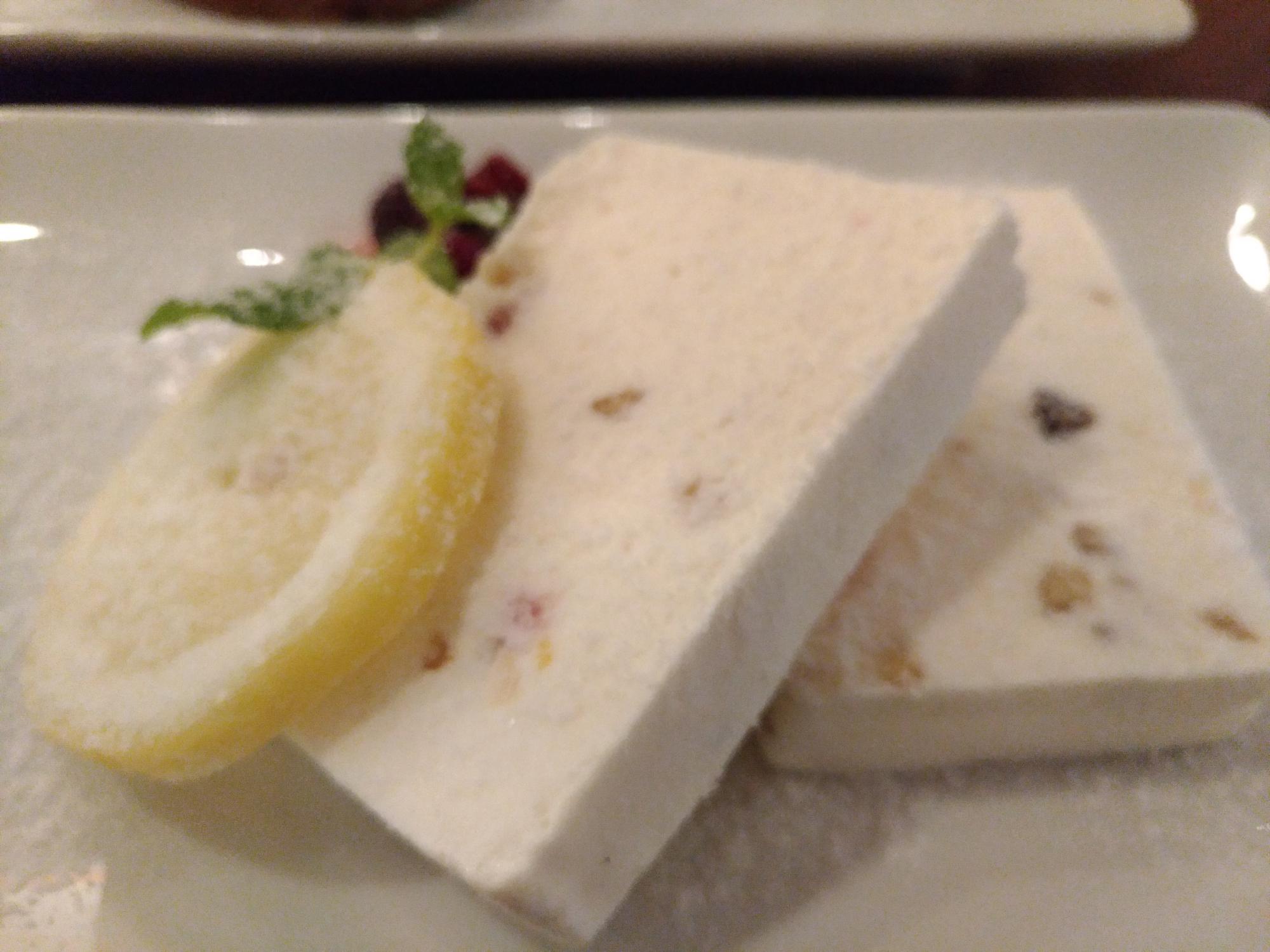ナッツとドライフルーツ入りアイスチーズケーキ(タワーレコードカフェ) (7)_R