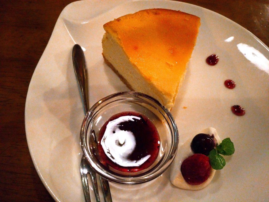 ブルベリーソース添えチーズケーキ niwasaki cafe いわさ喜 (4)