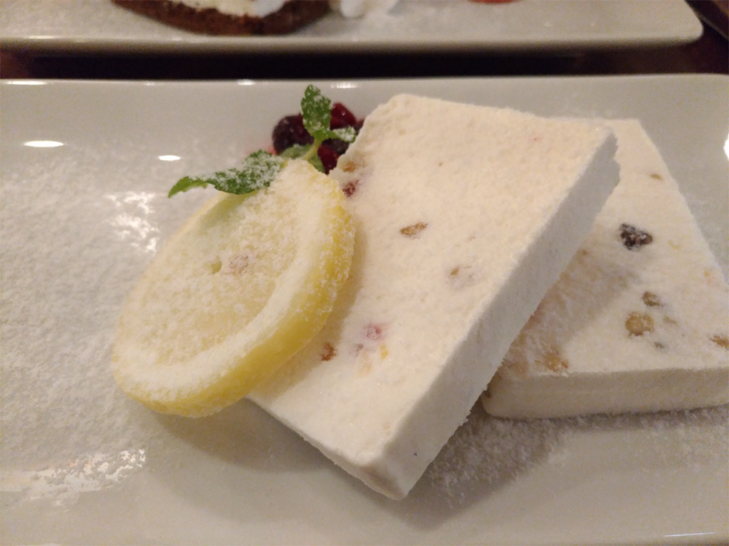 ナッツとドライフルーツ入りアイスチーズケーキ(タワーレコードカフェ) (6)_R