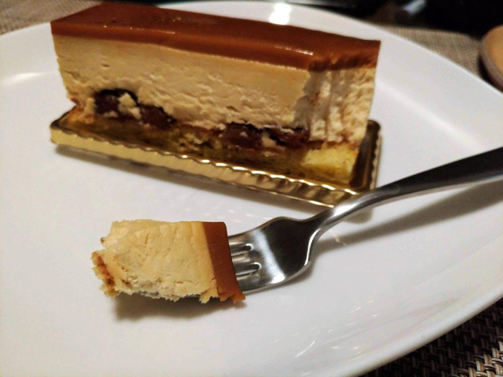 メゾンカイザー キャラメルラムレーズンチーズケーキ (1)