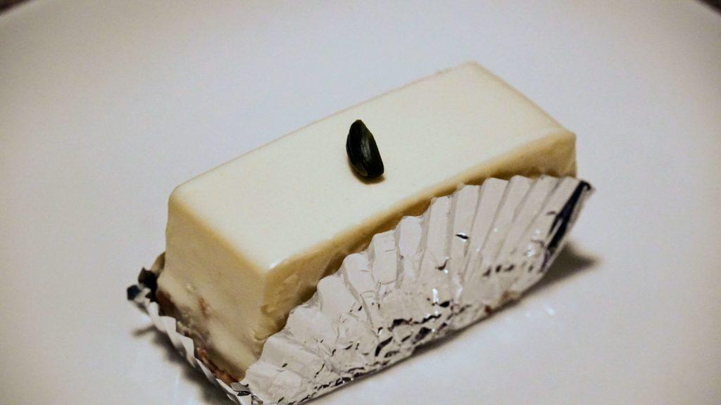 しろたえ (10)レアチーズケーキ