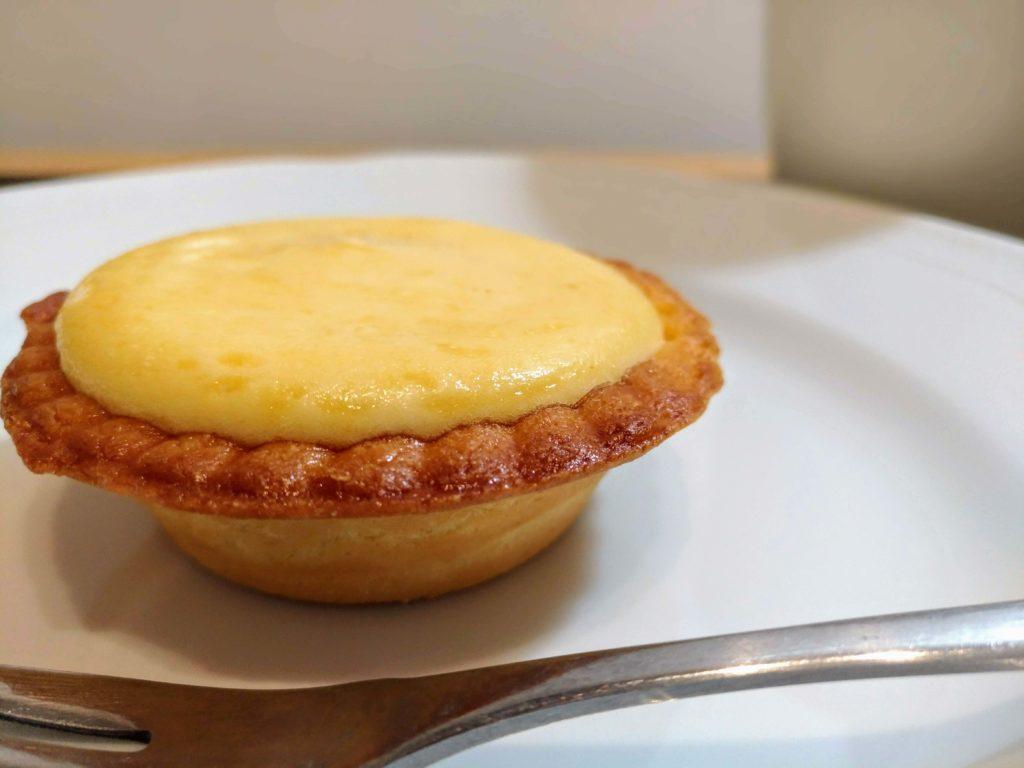 「ファミリーマート」焼きチーズタルト 2種のクリームチーズ (9)