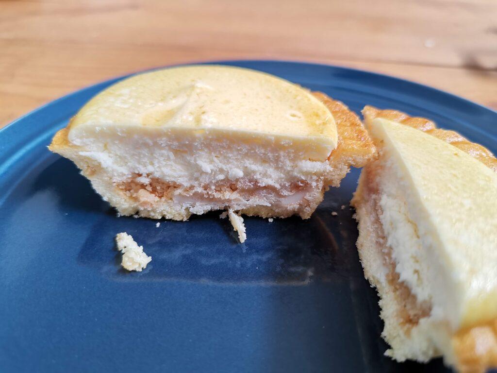 ファミリーマート「バター香る焼きチーズタルト」の写真 (4)