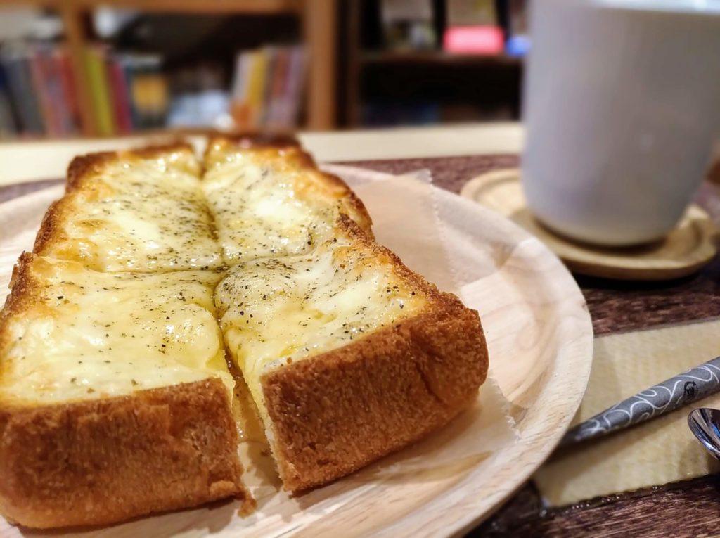 【ハッピー サイエンス ギンザブック カフェ】チーズトースト (2)
