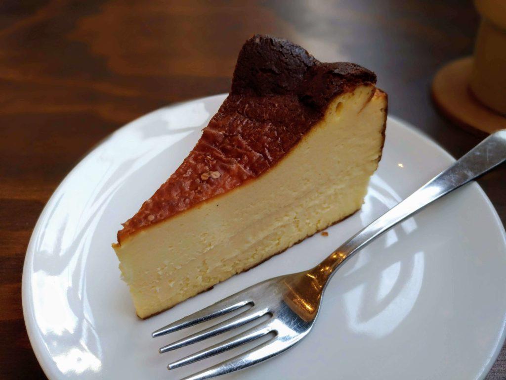 オクサワ・ファクトリー・コーヒー・アンド・ベイクス バスクチーズケーキ (6)