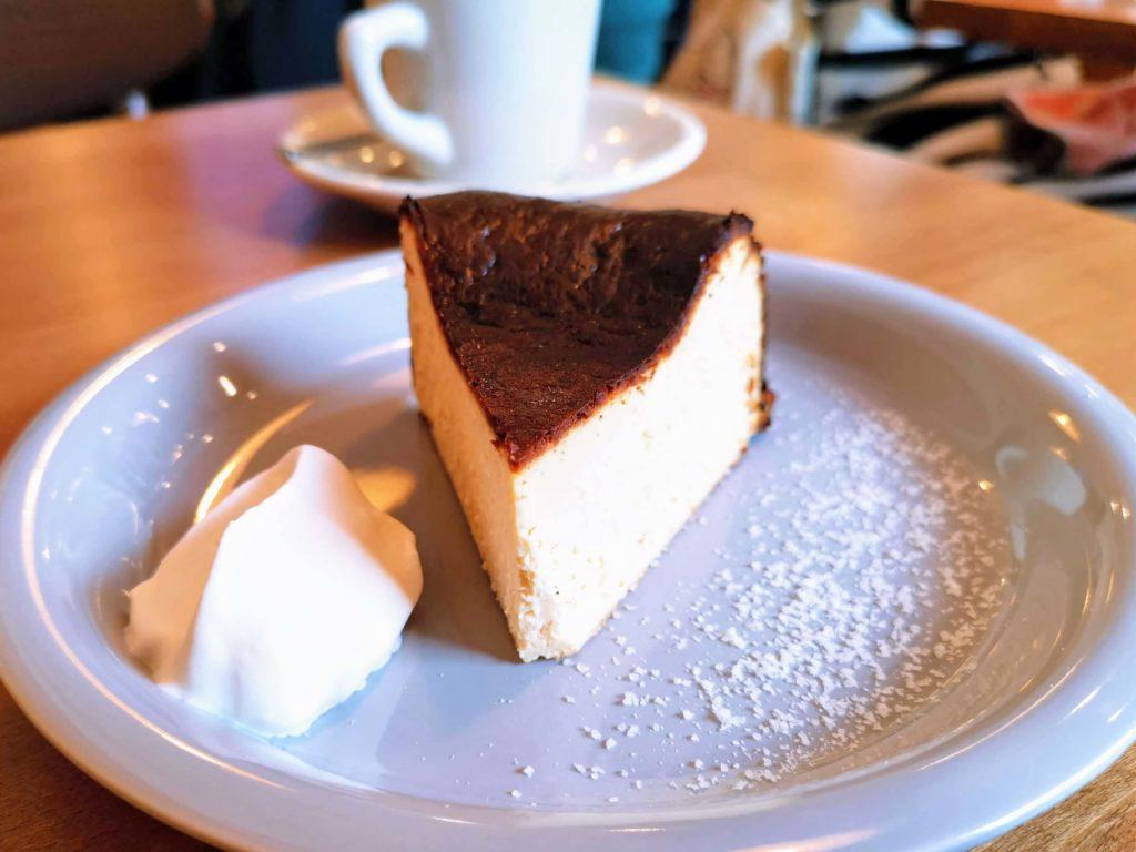 ナッティーズ カフ (Nutty's Caff)茗荷谷 バスクチーズケーキ (1)