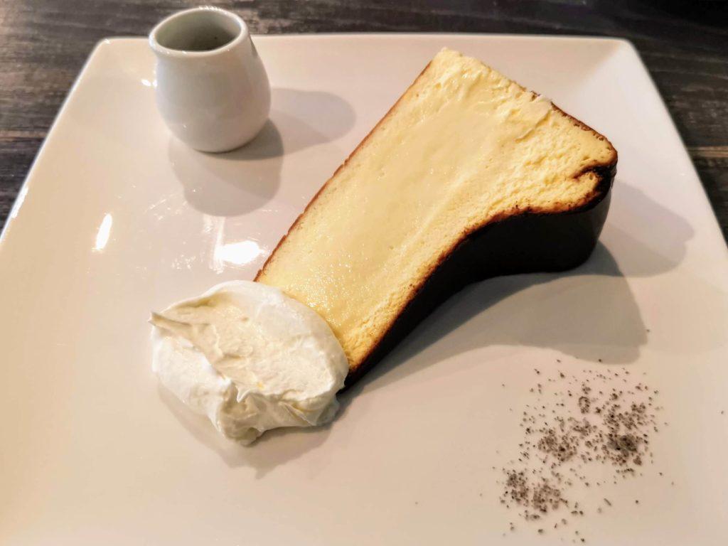 新宿 サーティーンカフェ (18)バスクチーズケーキ