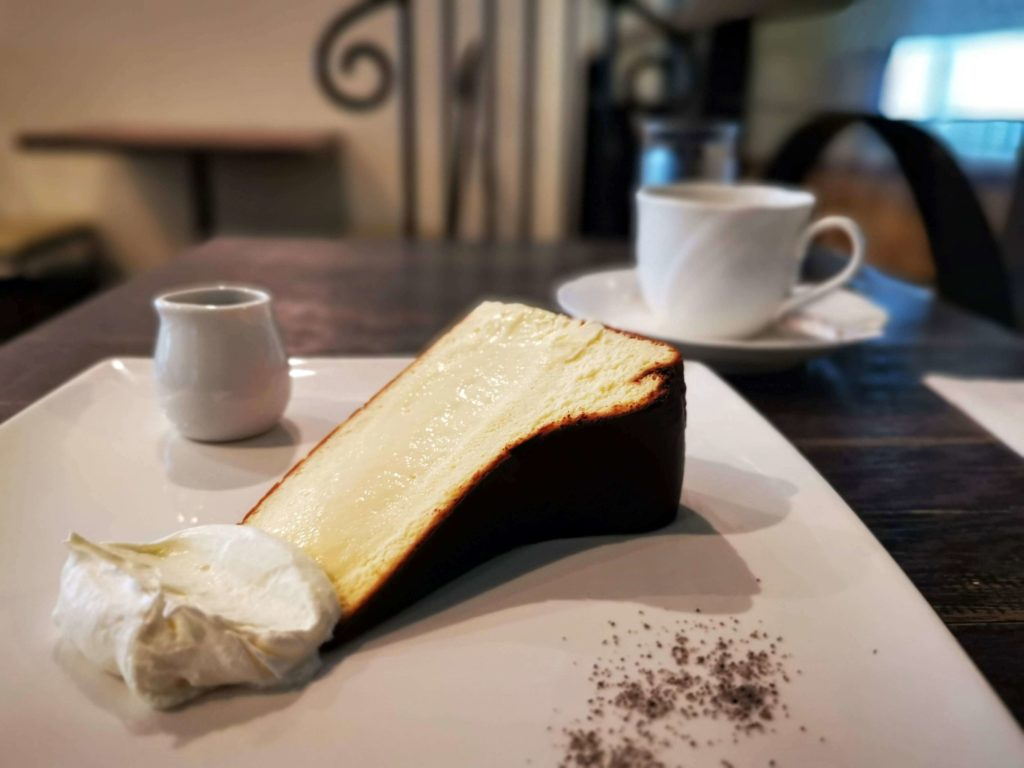 新宿 サーティーンカフェ (10)バスクチーズケーキ