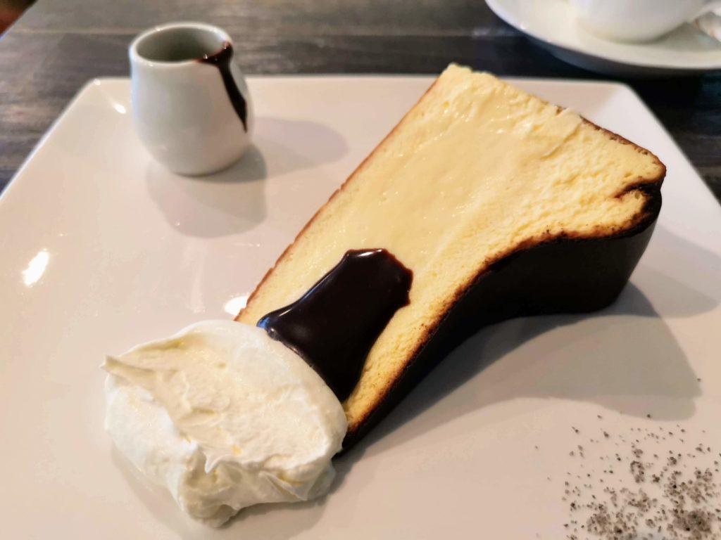 新宿 サーティーンカフェ (11)バスクチーズケーキ