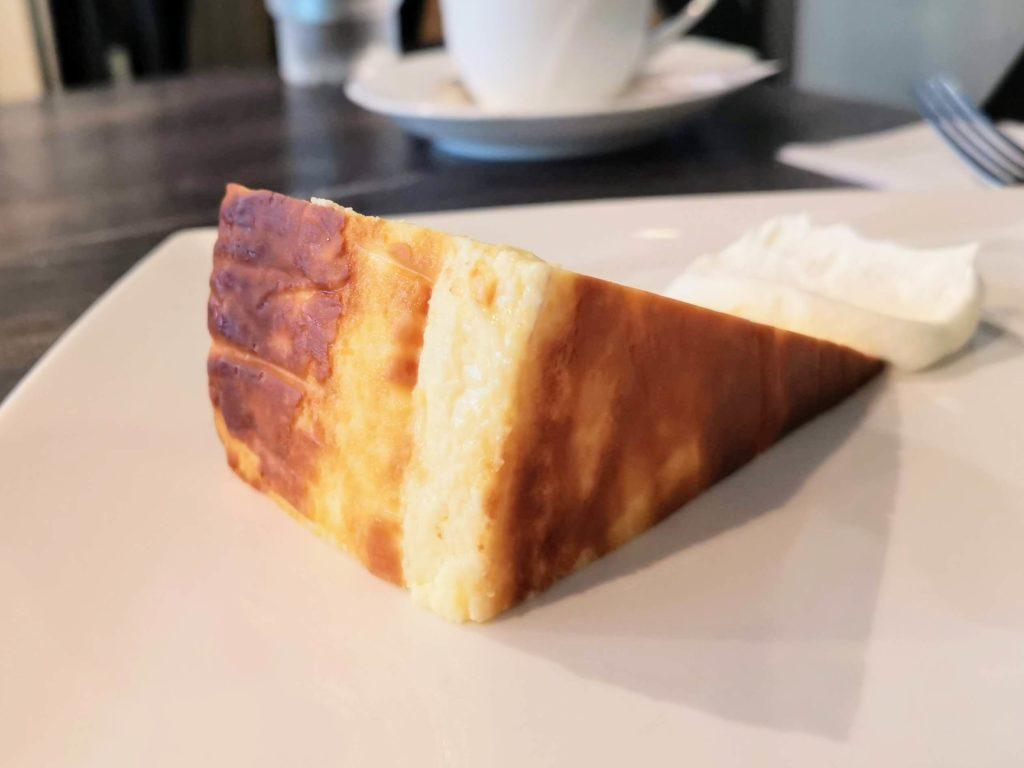 新宿 サーティーンカフェ (13)バスクチーズケーキ