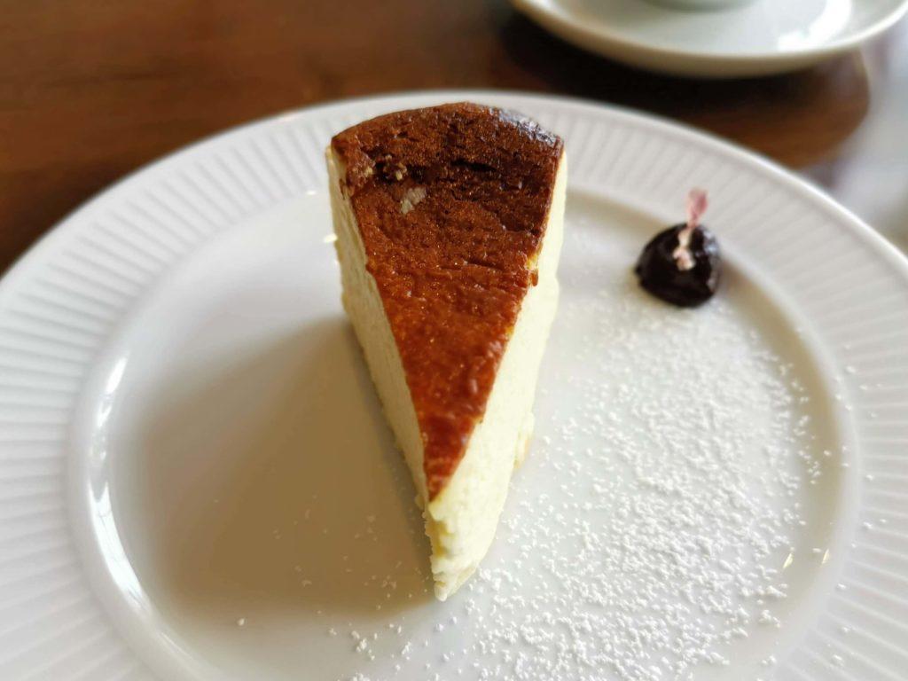 カフェ海猫山猫 (21)バスクチーズケーキ