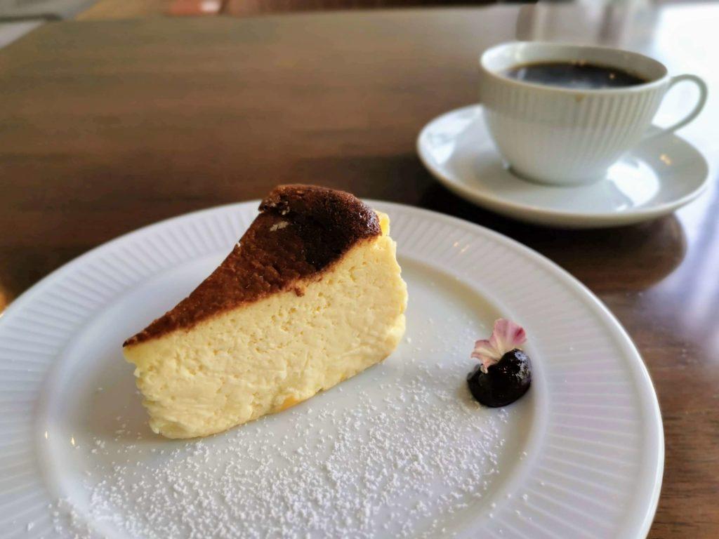 カフェ海猫山猫 (10)バスクチーズケーキ