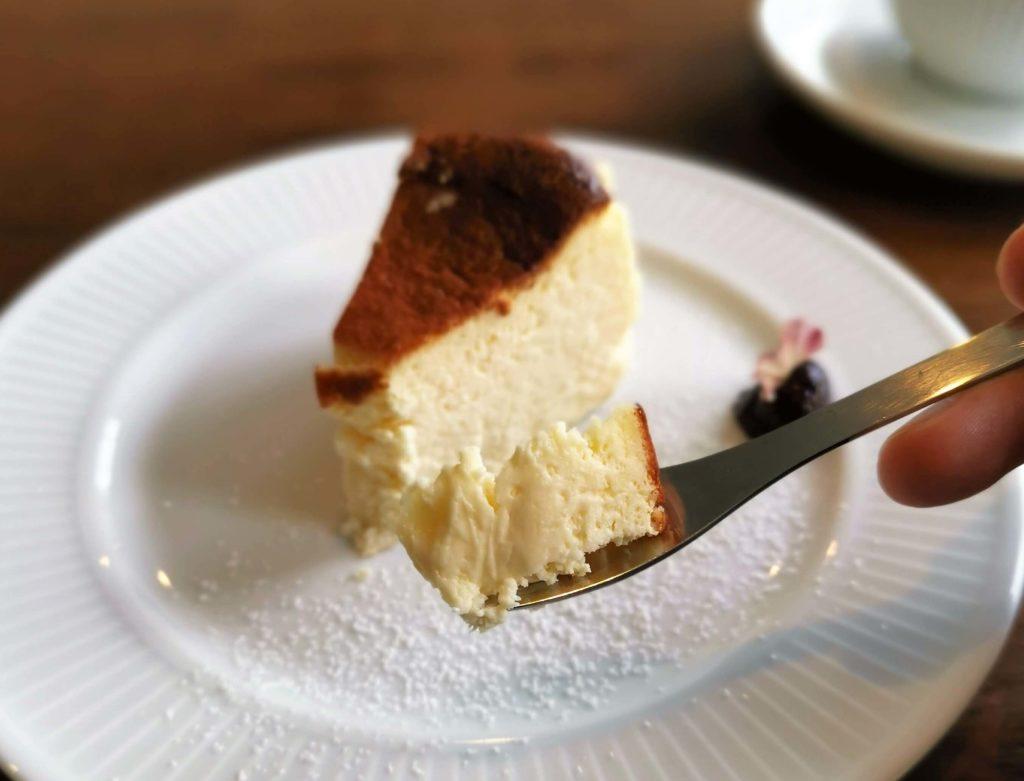 カフェ海猫山猫 (2) バスクチーズケーキ