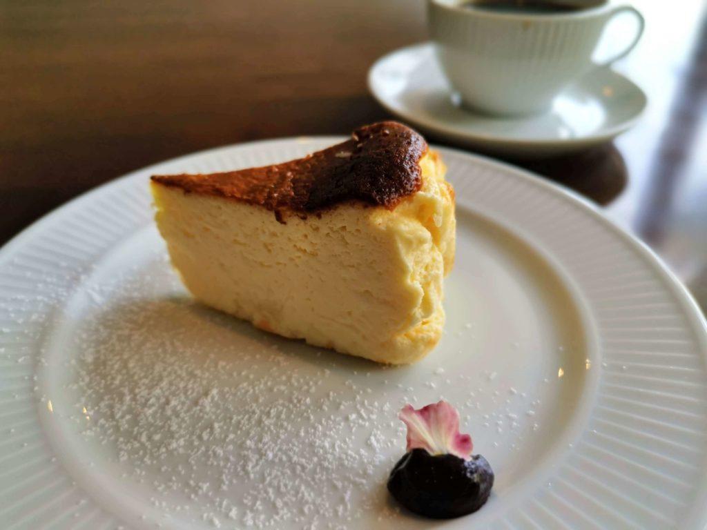 カフェ海猫山猫 (20)バスクチーズケーキ