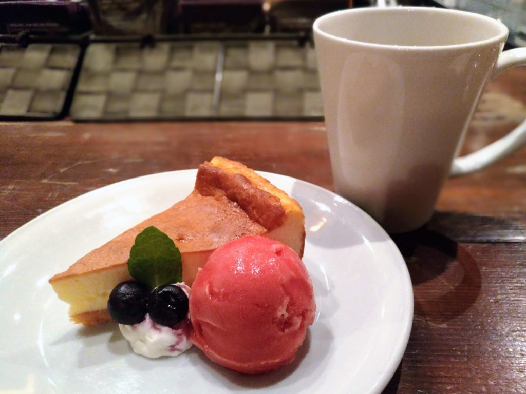 blue books cafe NYチーズケーキ ラズベリーシャーベット添 (11)