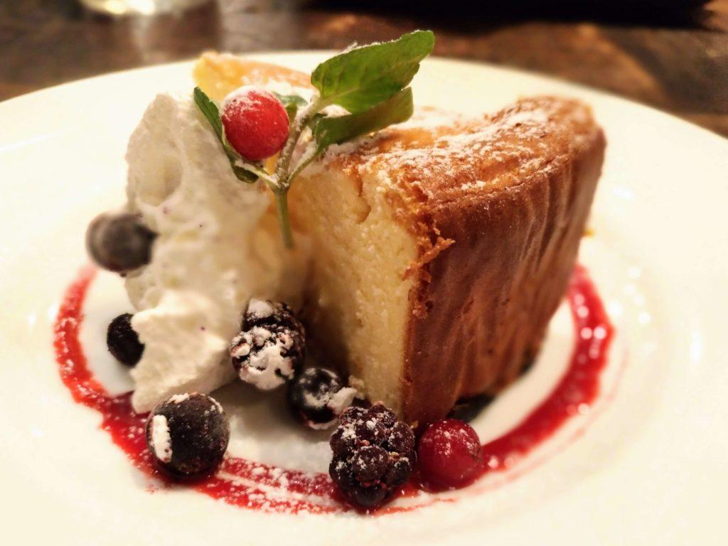 カフェ&ブックス ビブリオテーク 東京・自由が丘 ベイクドチーズケーキ (6)