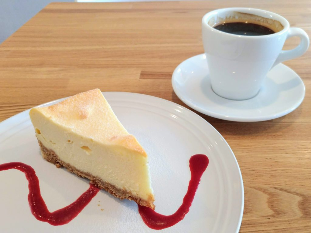 自由が丘 パンとエスプレッソと自由形 チーズケーキ (1)