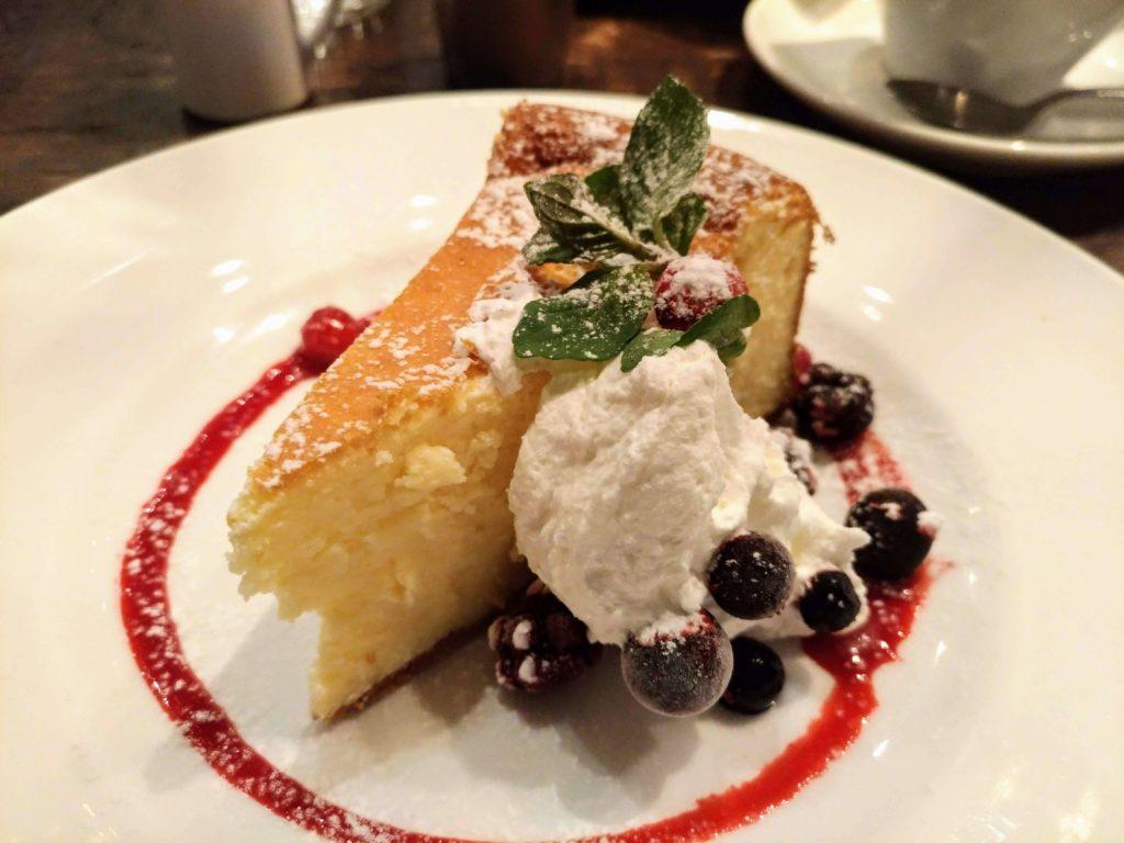 カフェ&ブックス ビブリオテーク 東京・自由が丘 ベイクドチーズケーキ (7)
