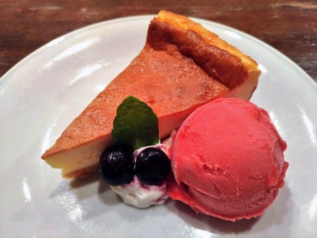 blue books cafe NYチーズケーキ ラズベリーシャーベット添 (1)