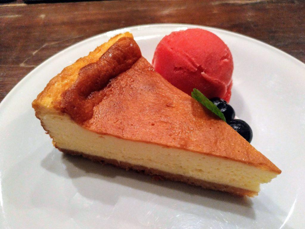 blue books cafe NYチーズケーキ ラズベリーシャーベット添 (7)
