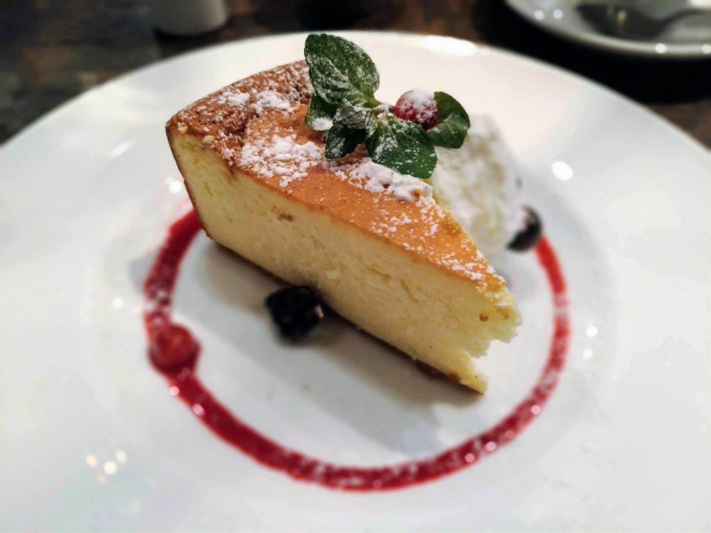 カフェ&ブックス ビブリオテーク 東京・自由が丘 ベイクドチーズケーキ (11)