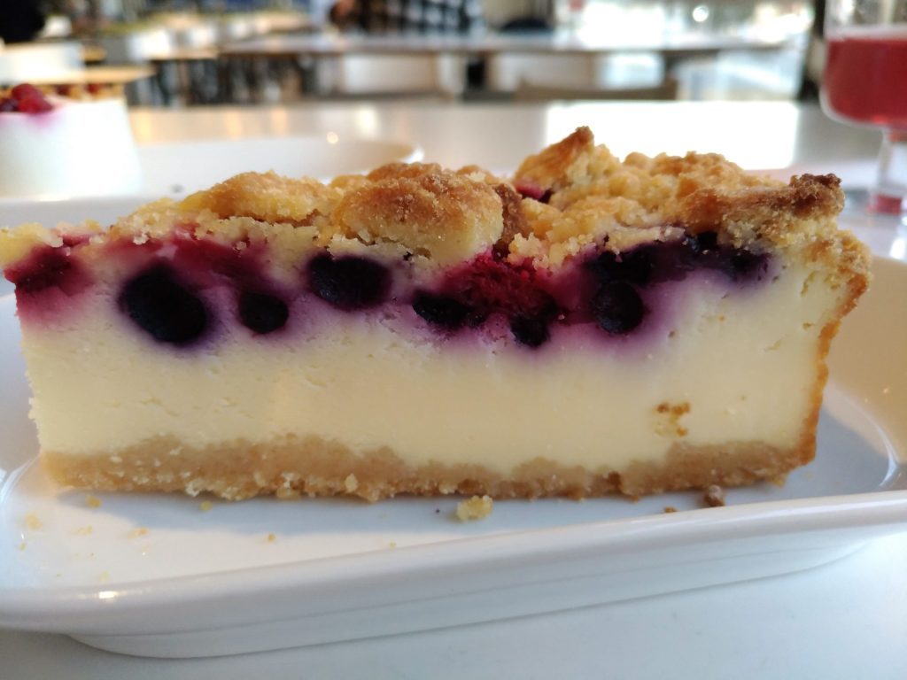 イケアレストラン (6)ベリーベリーチーズケーキ