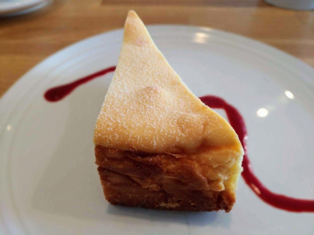 自由が丘 パンとエスプレッソと自由形 チーズケーキ