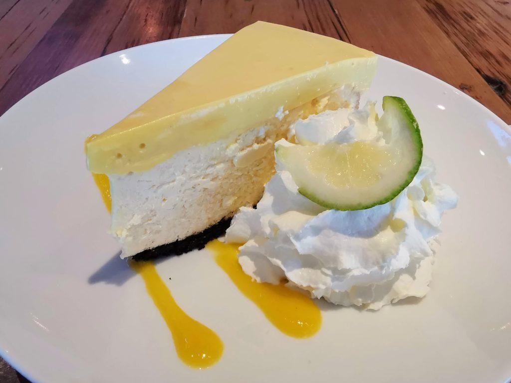 「カリフォルニア ピザ キッチン」のマンゴーチーズケーキ