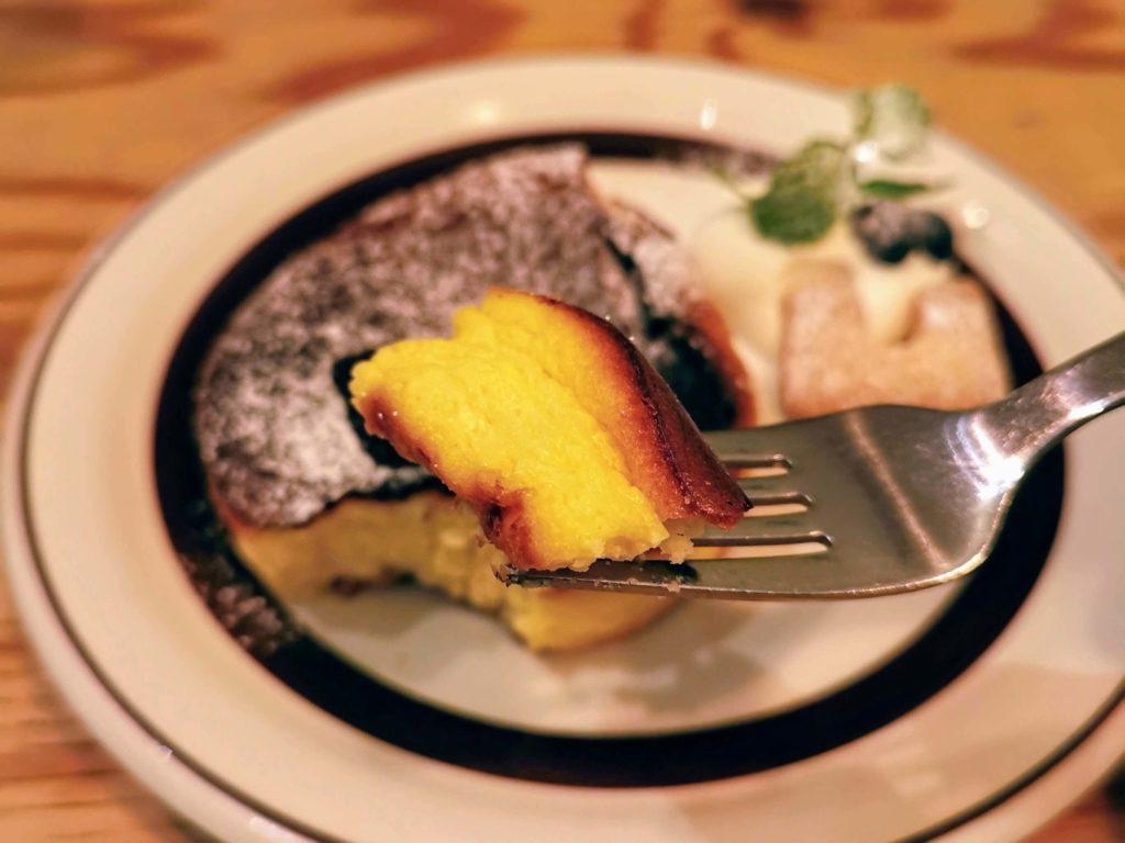 凸凹キッチン (16)バスク風チーズケーキ