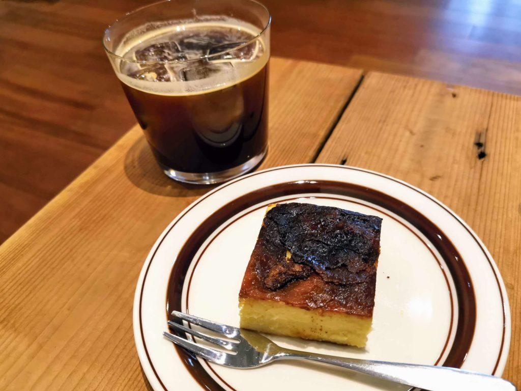 代官山 パーチ(perch) バスキューブ(バスクチーズケーキ)とアイスコーヒー
