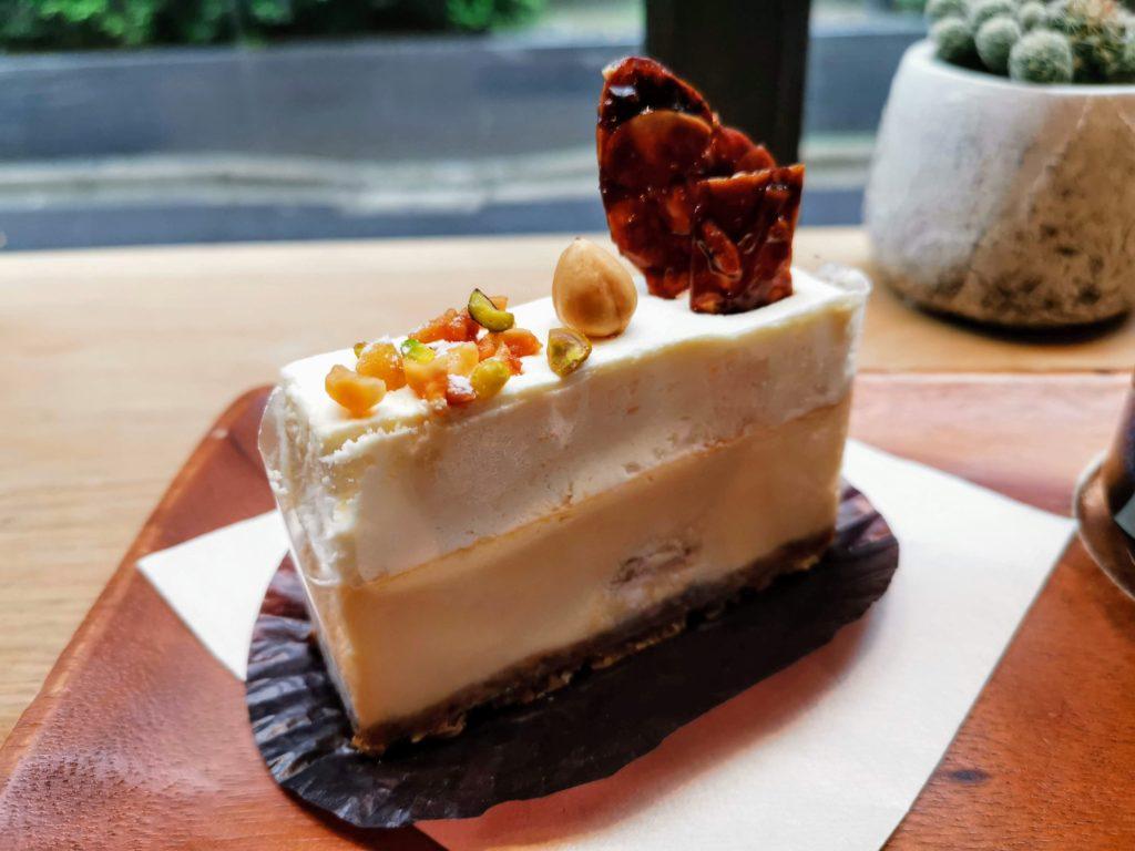 神保町【ディゾン】カマンベールマスカルポーネ 2層のチーズケーキ
