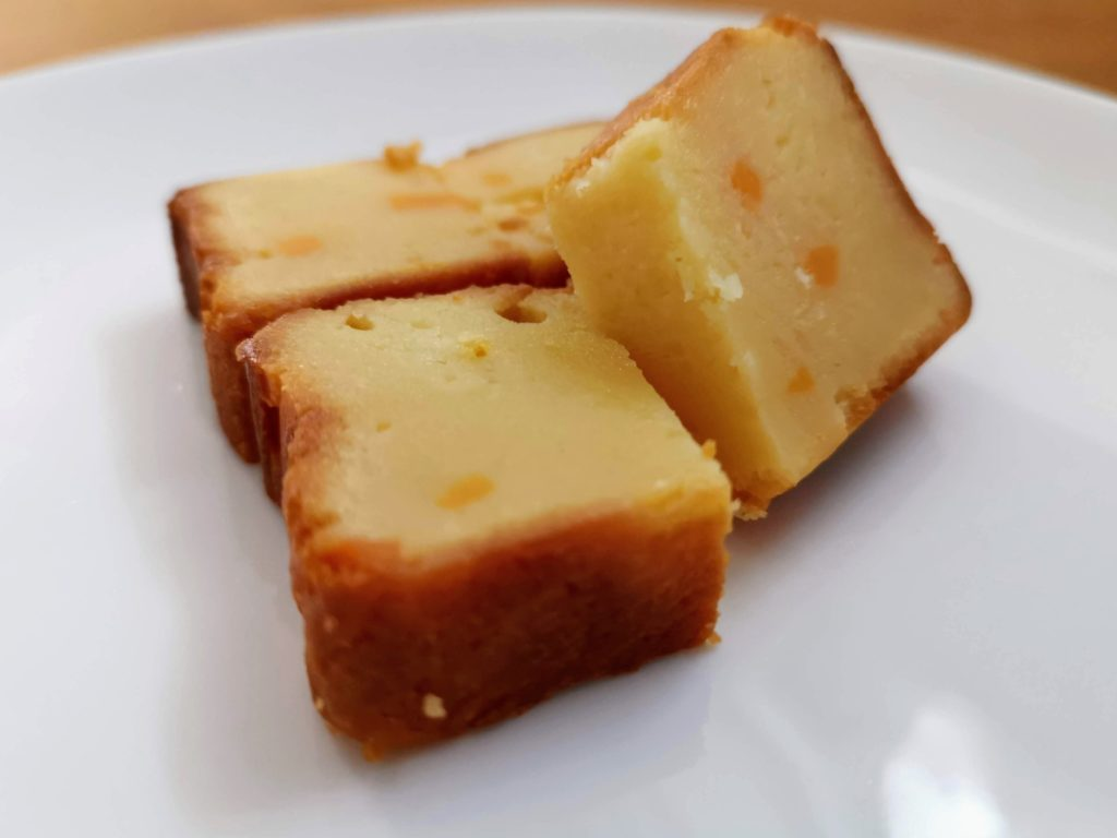 ローソン コスモフーズ ベイクドチーズケーキ(つぶころチーズ入り) (10)