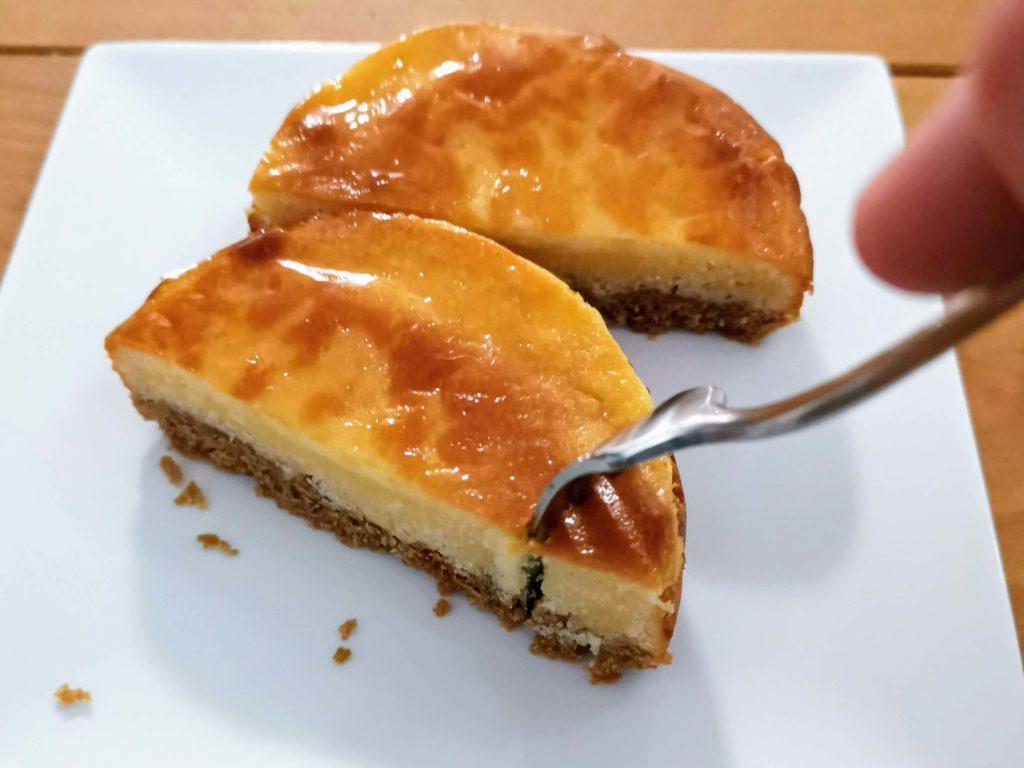 【ファミリーマート・敷島製パン】コク深い味わい・ベイクドチーズタルト (12)