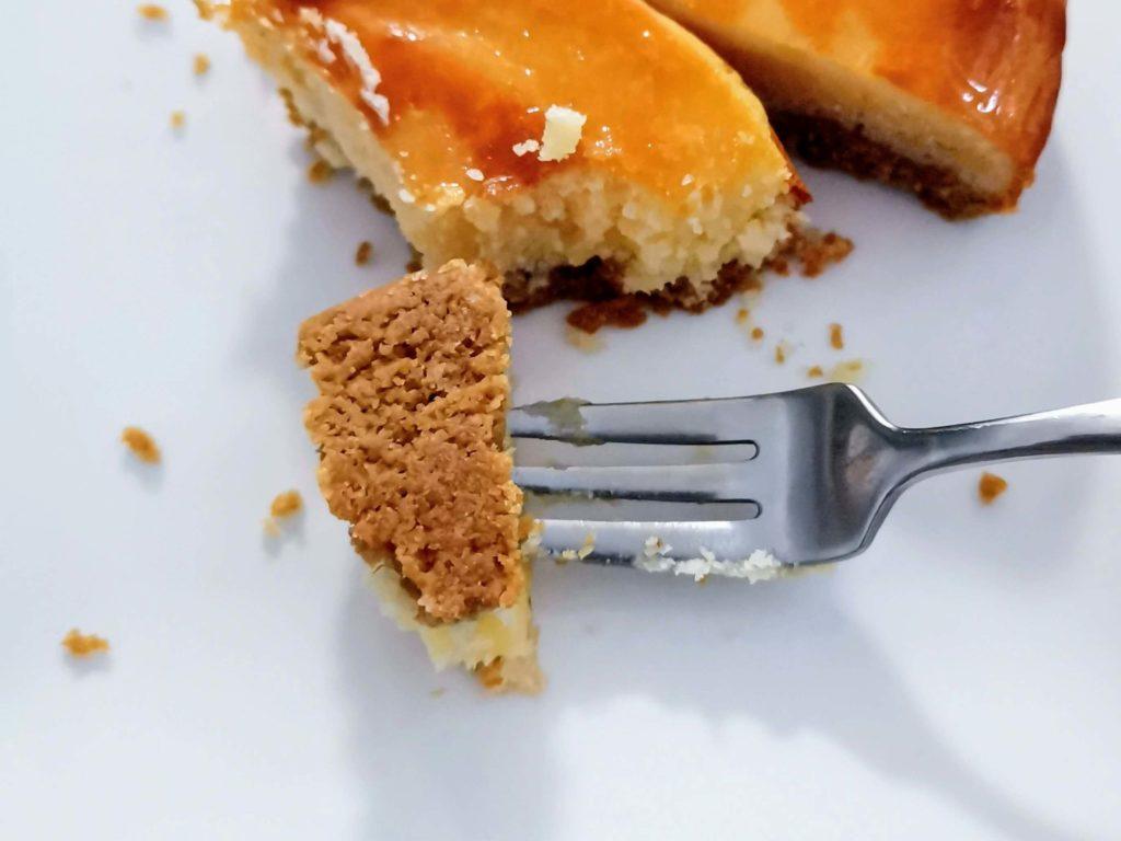 【ファミリーマート・敷島製パン】コク深い味わい・ベイクドチーズタルト (15)