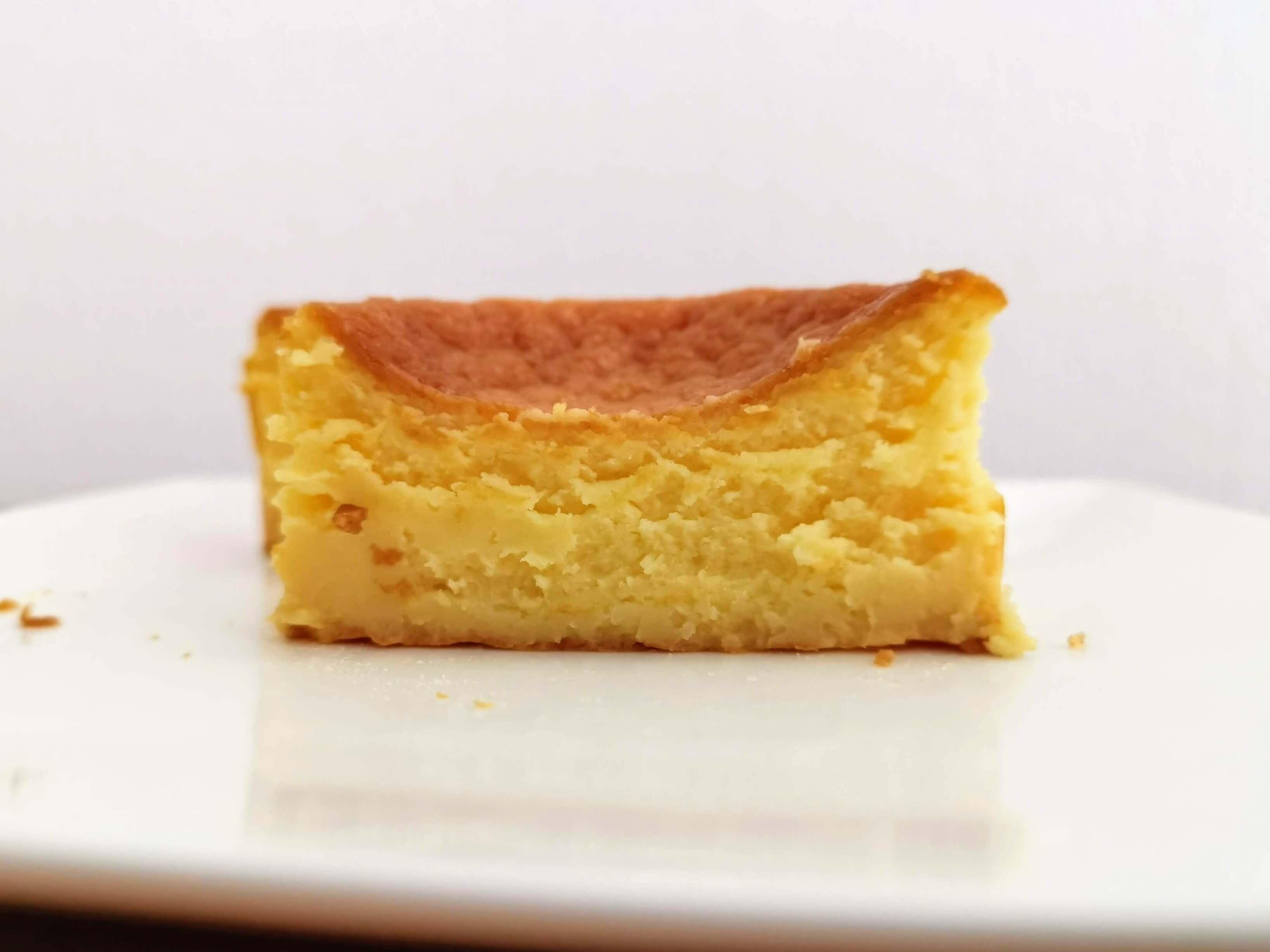 セブンイレブン デリカシェフ バスクチーズケーキ (12)