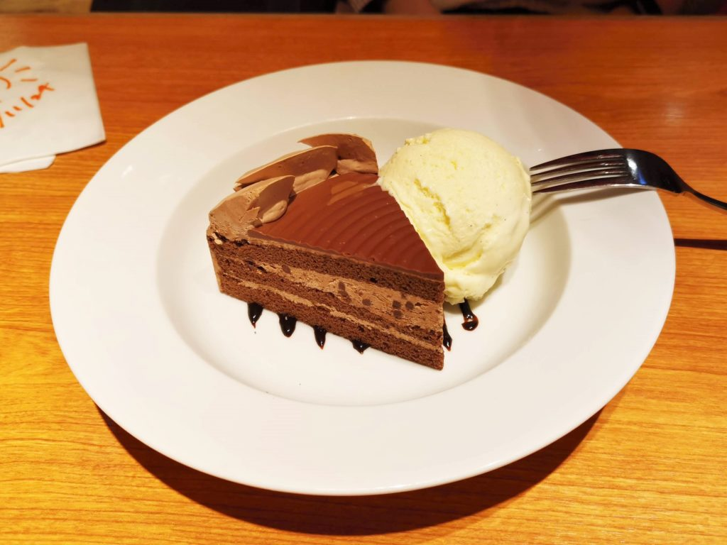Hooters(フーターズ) チョコレートケーキ (3)_R