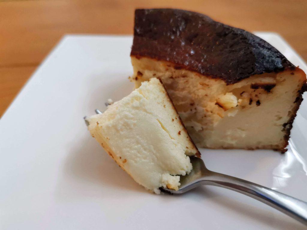カオリーヌ菓子 バスクのチーズケーキ (20)