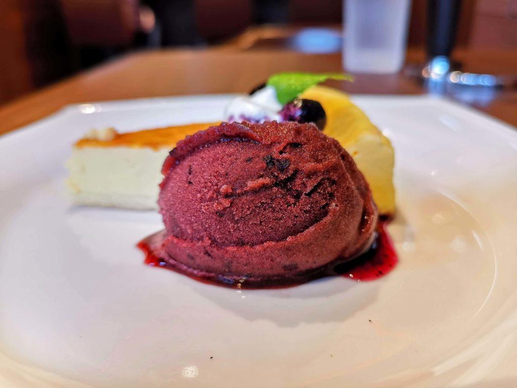 倉式コーヒー ニューヨークチーズケーキ (カシスシャーベット添え) (4)