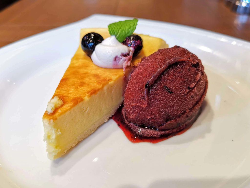 倉式コーヒー ニューヨークチーズケーキ (カシスシャーベット添え) (6)