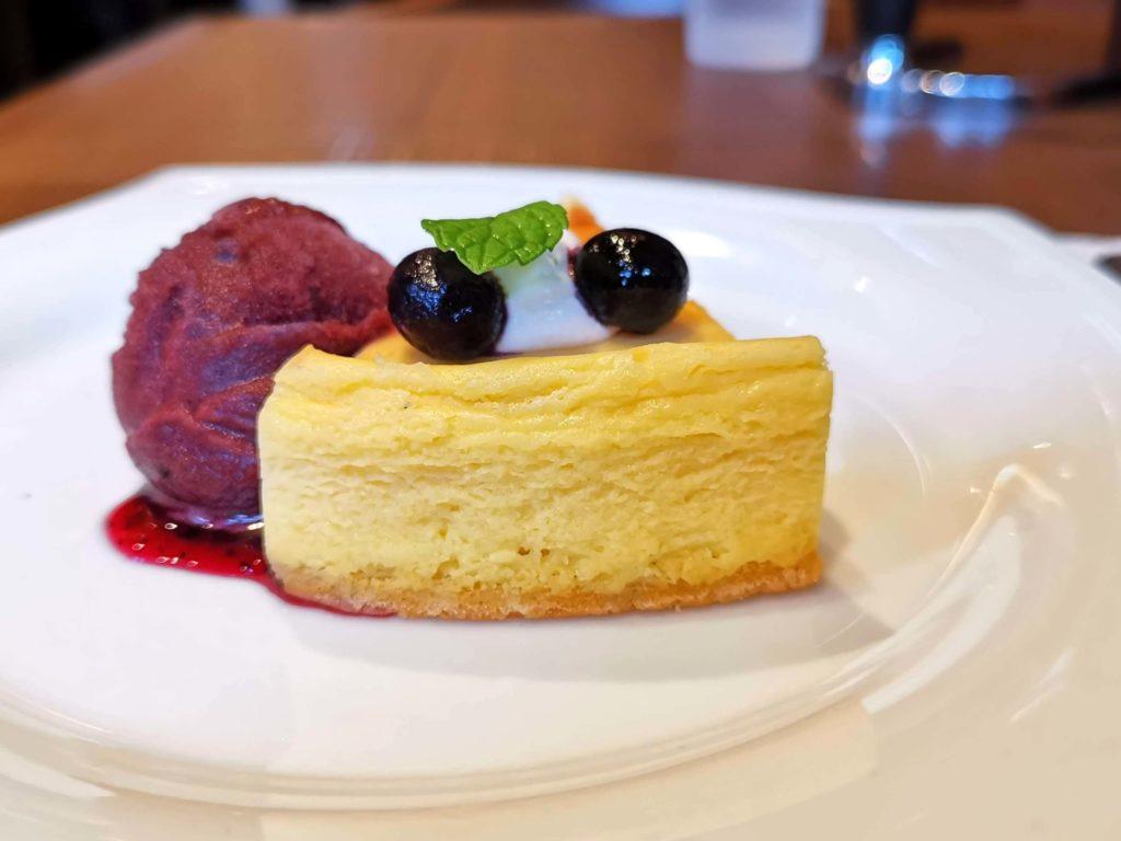 倉式珈琲店 ニューヨークチーズケーキ (カシスシャーベット添え) (9)