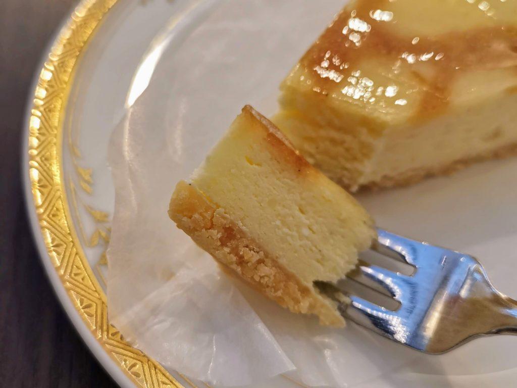 カフェ・ド・パリ(新大阪ワシントンホテルプラザ) ベイクドチーズケーキ (2)