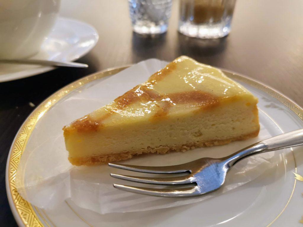 カフェ・ド・パリ(新大阪ワシントンホテルプラザ) ベイクドチーズケーキ (6)