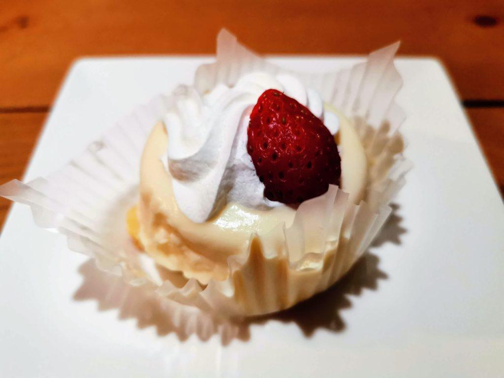 ファミリーマート(ロピア) いちごのチーズケーキ (5)