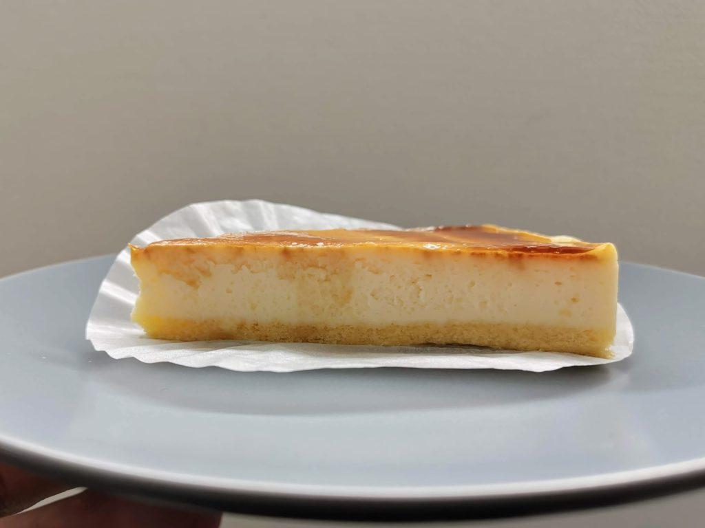 イーストナイン バスクチーズケーキ (4)