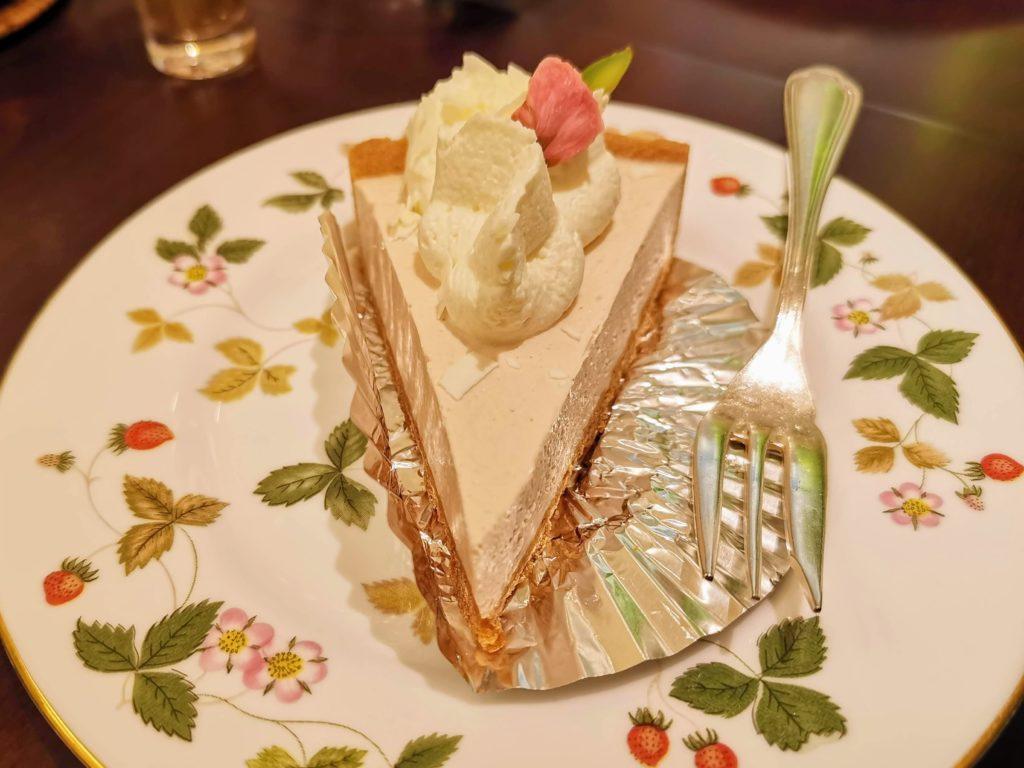 新宿 cafe amati(カフェ アマティ)  桜のレアチーズタルト