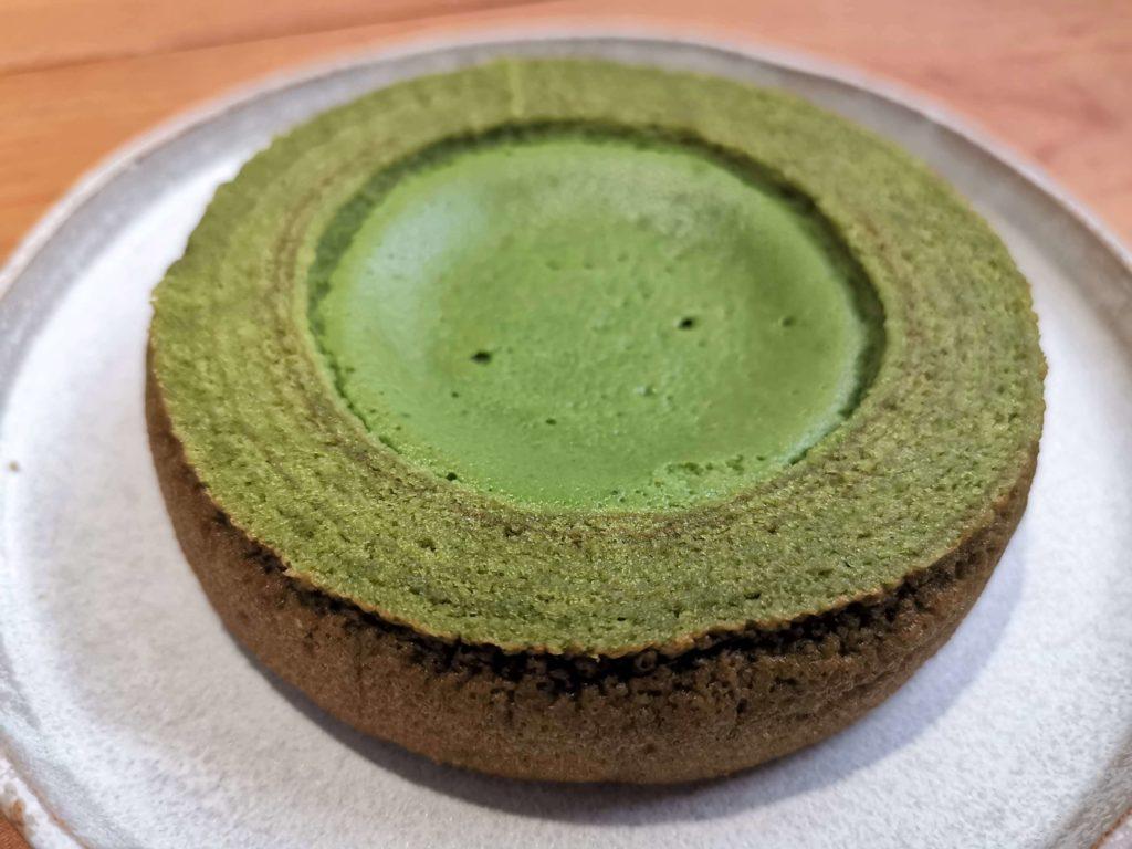 ファミリーマート  旨み抹茶チーズケーキバウム (8)
