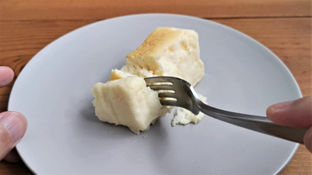 スイーツファクトリー・スリーズ「米粉をつかった北海道クリームチーズのとろける半熟スフレ」