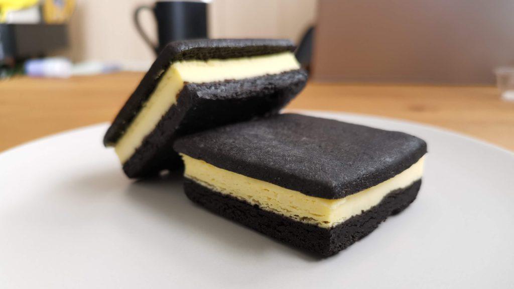 ラ・ファミーユ まっ黒チーズサンド (12)